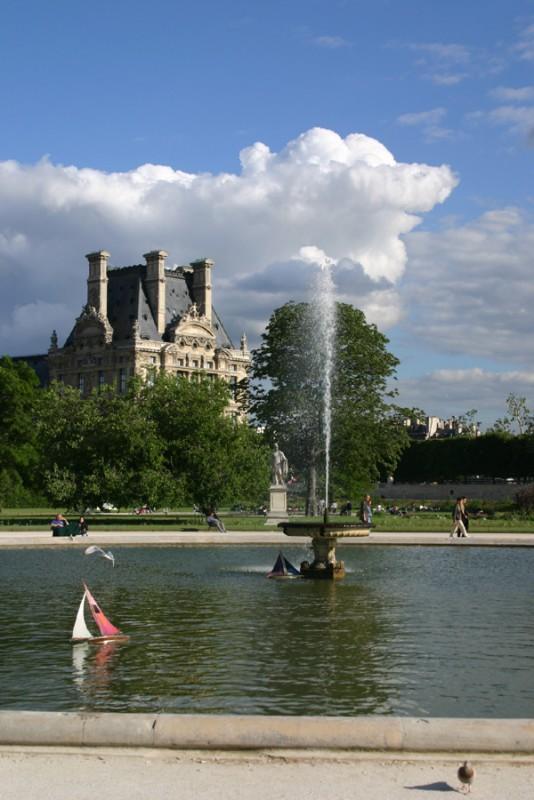 Sailing in Tuileries