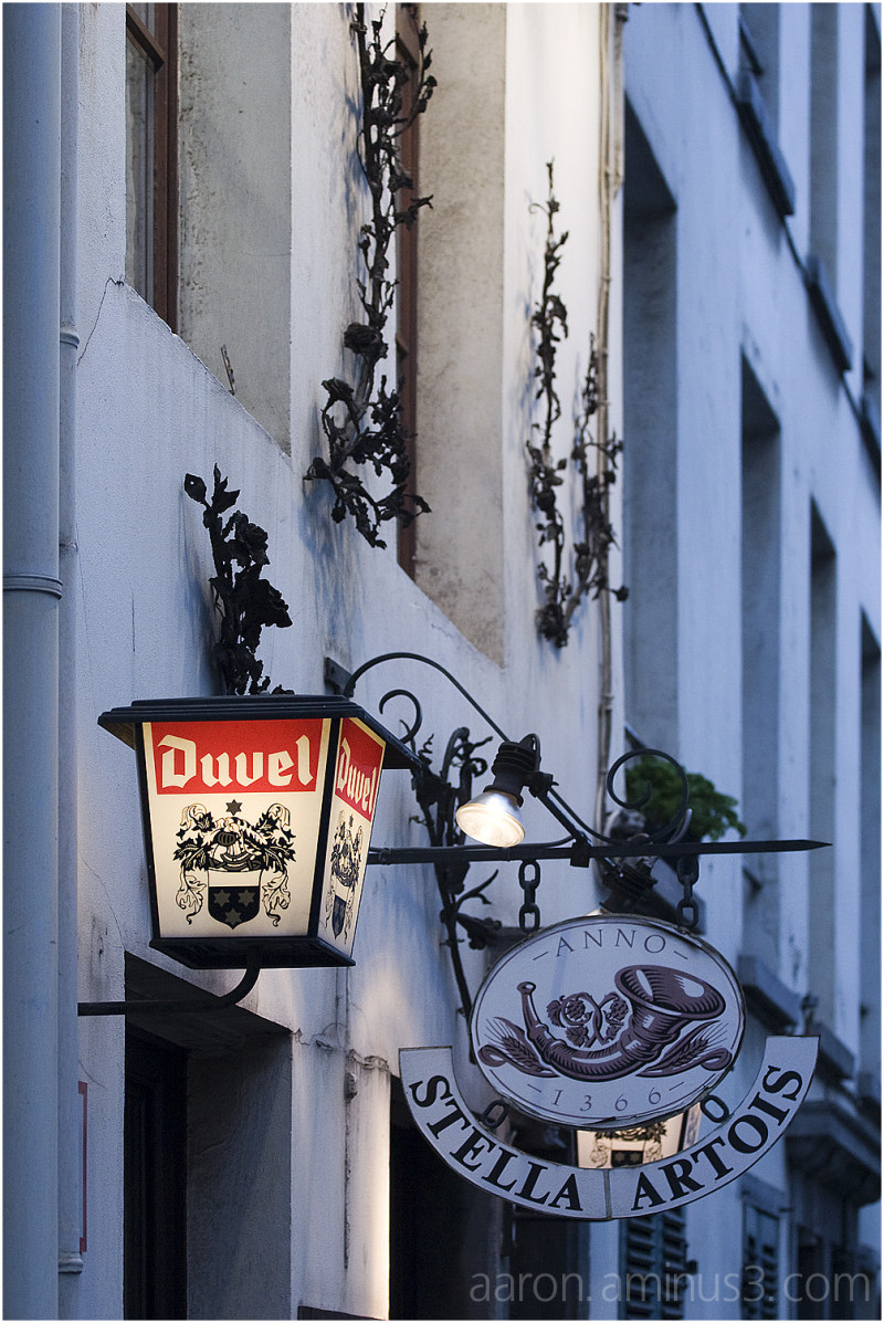 Duvel on the wall