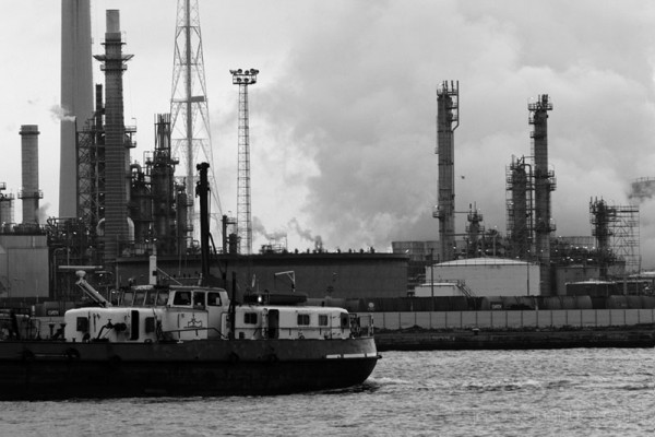 Antwerp Haven Boat Smoke