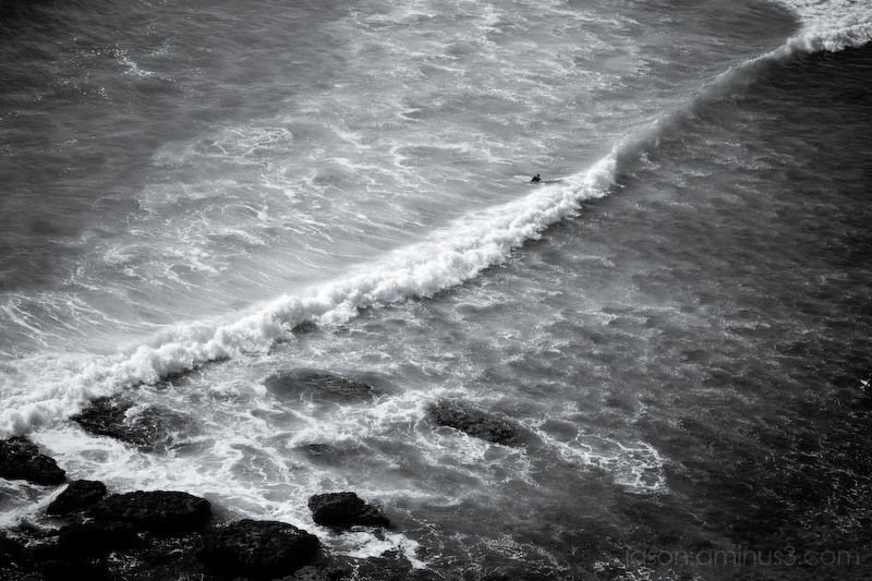 Praia de Ribeira d'Ilhas surfer