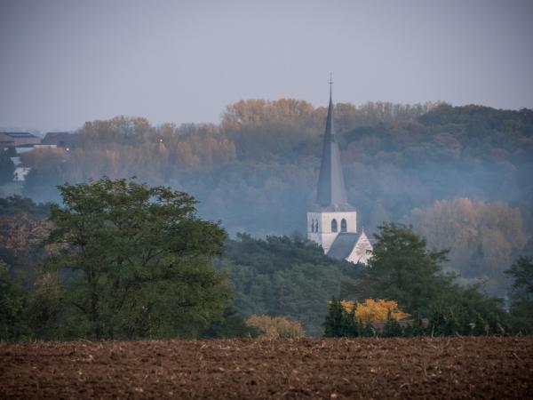 Huldenberg church autumn