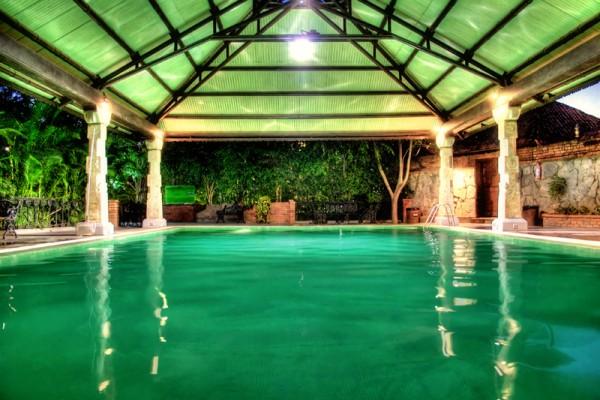 The pool at Alankrita