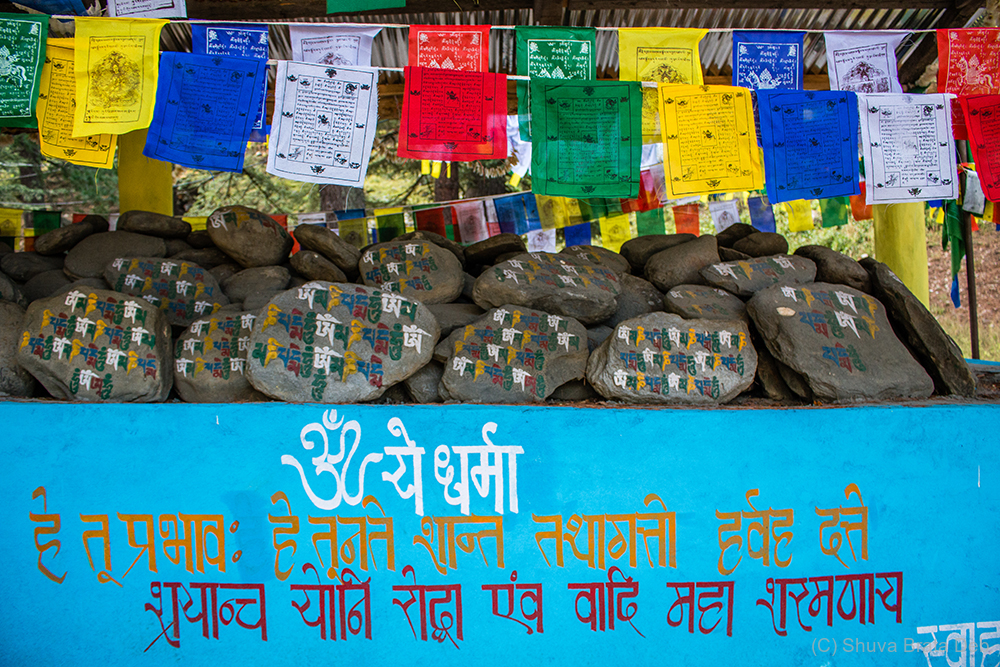 The mantra in Tibetan with 6 syllables