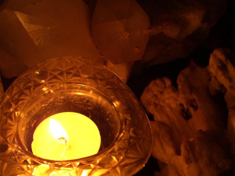 candle & rocks