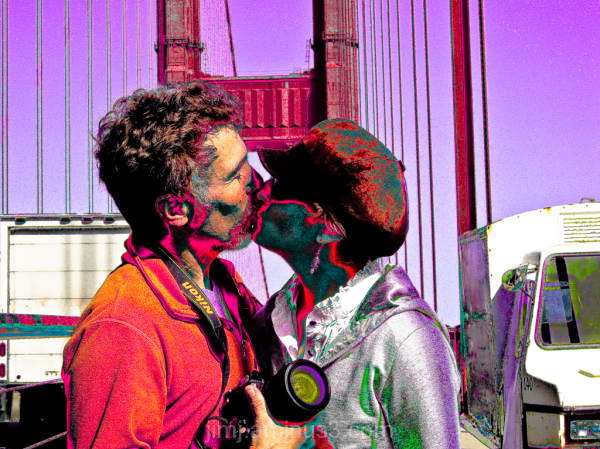 A kiss on the Golden Gate