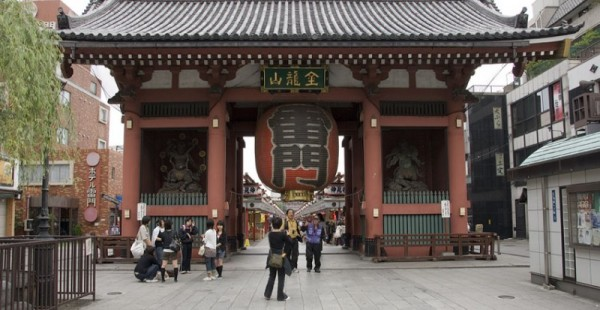 The Kaminarimon Gate to Senso-ji.