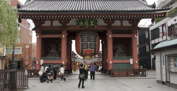 The Kaminarimon Gate to Senso-ji.