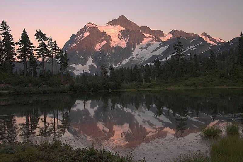 Mount Shucksan at dusk.