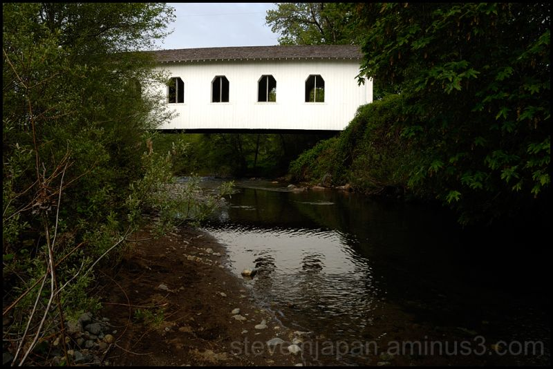 The Grave Creek covered bridge in Oregon, USA.