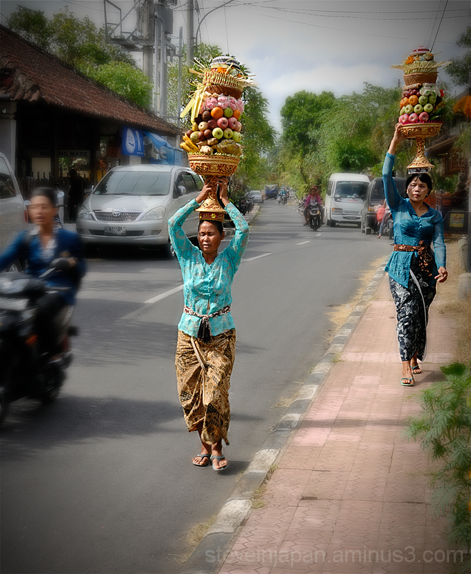Ladies carrying offerings on their heads in Ubud.