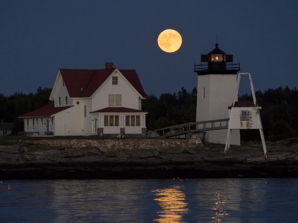 Hendricks Head lighthouse and full moon