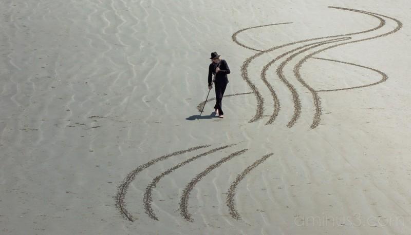 Beach artist curves