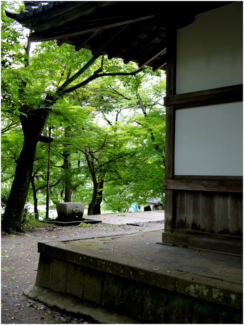 View around corner of Japanese temple