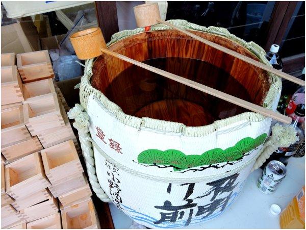 Looking into a sake barrel