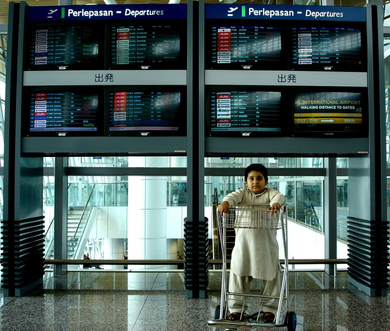 kid waiting to boarding