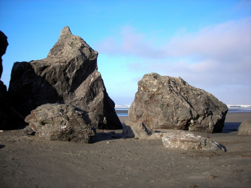 Large rocks at Moonstone Beach