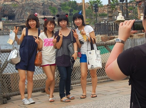 Japanese Teens posing for phototaking
