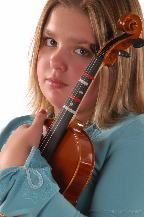girl violin portrait