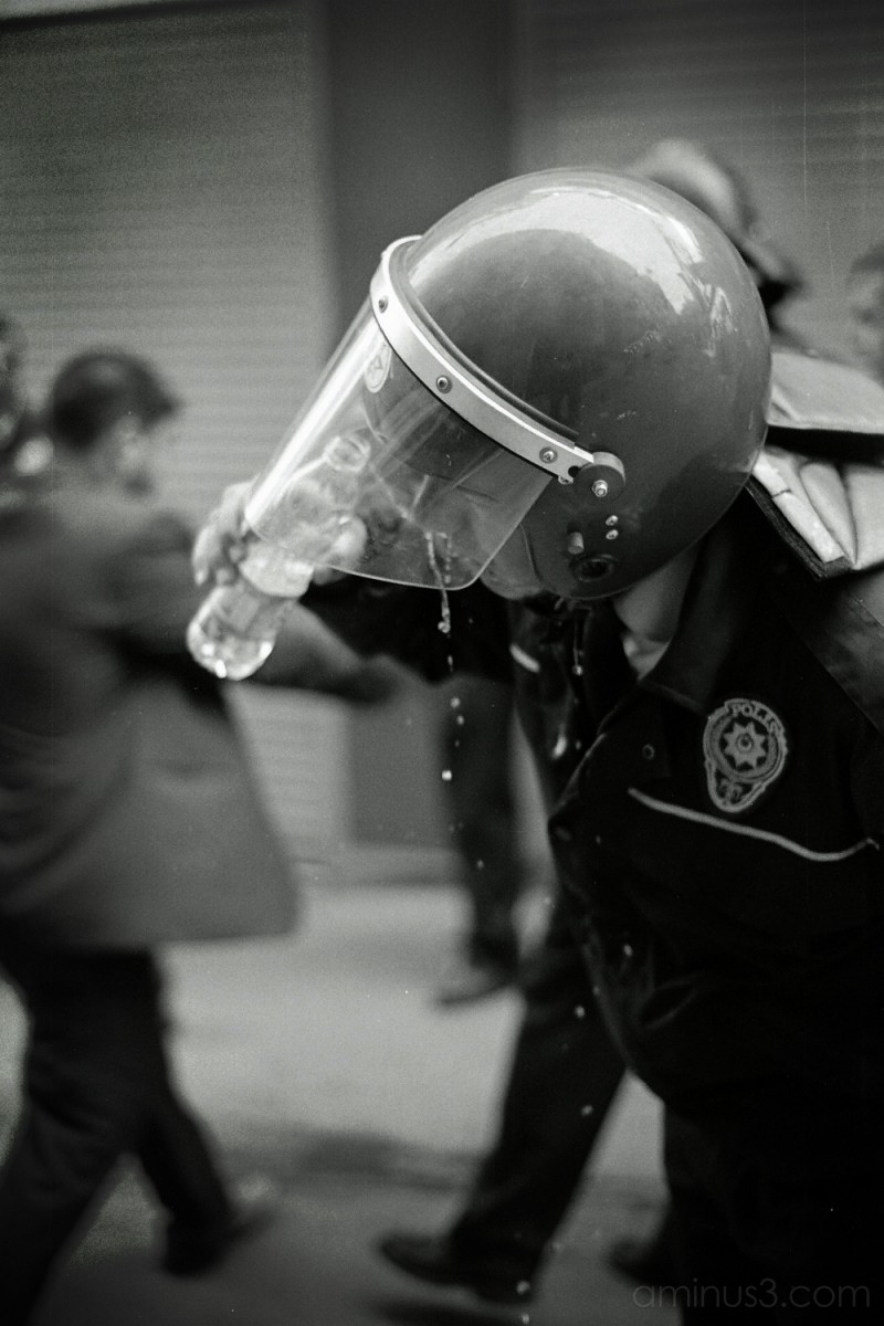 Policeman washes out pepper gas, Istanbul