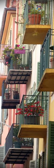 NIZZA /  vieux port / balcons 1