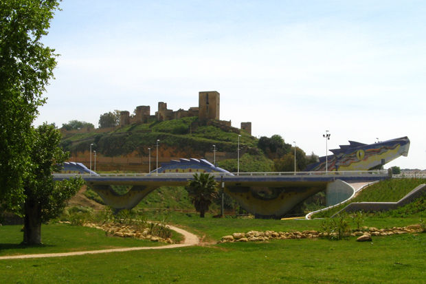 Puente del drag n landscape rural photos adalove photo rain - Piscina cubierta alcala de guadaira ...