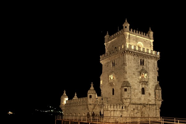 torre de belem by night