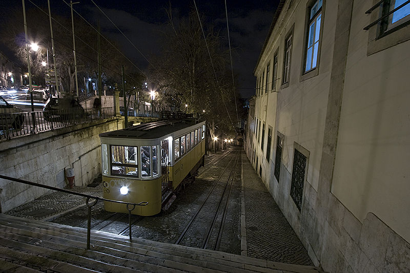 the tram - Elevador da Gloria