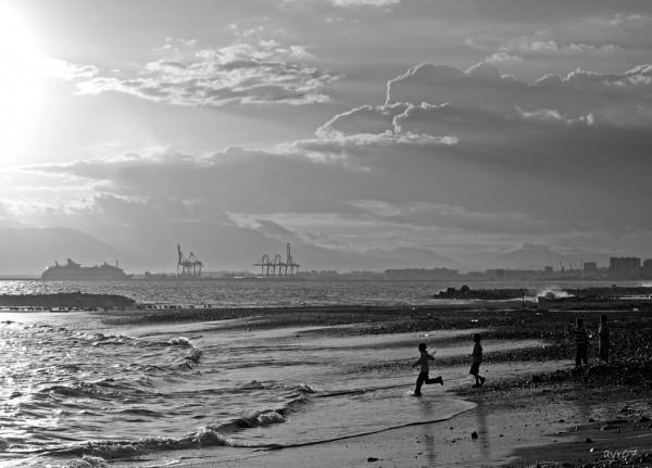 Jugando con las olas   /   Playing with waves