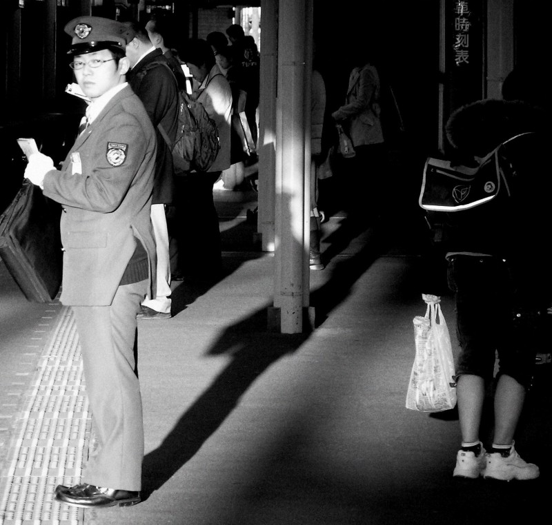 hankyu train station japan guard nishinomiya passe