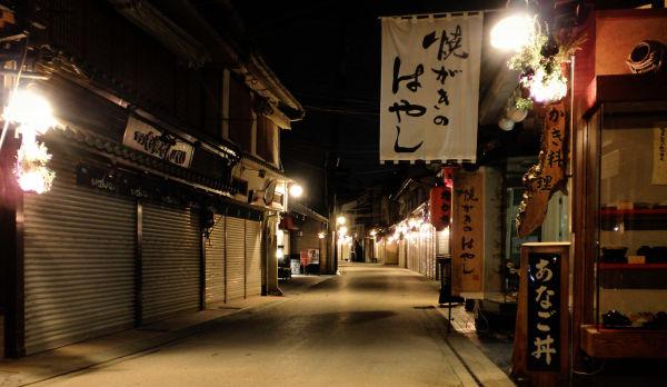 hiroshima japan miyajima street light