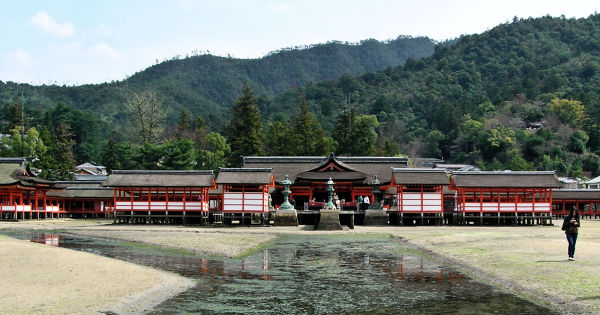 hiroshima japan miyajima itsukushima shrine hill
