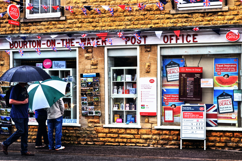 cotswolds england post-office tourist bourton