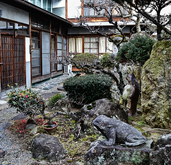 yunogo onsen japan garden statue house okayama