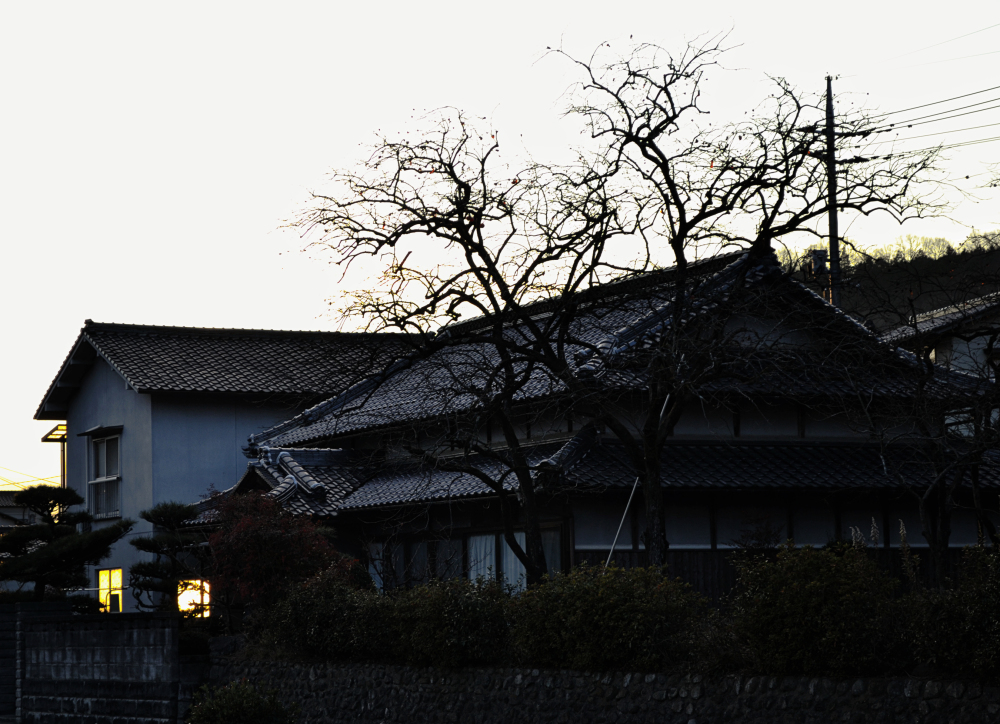 yunogo onsen japan house tree sunset okayama