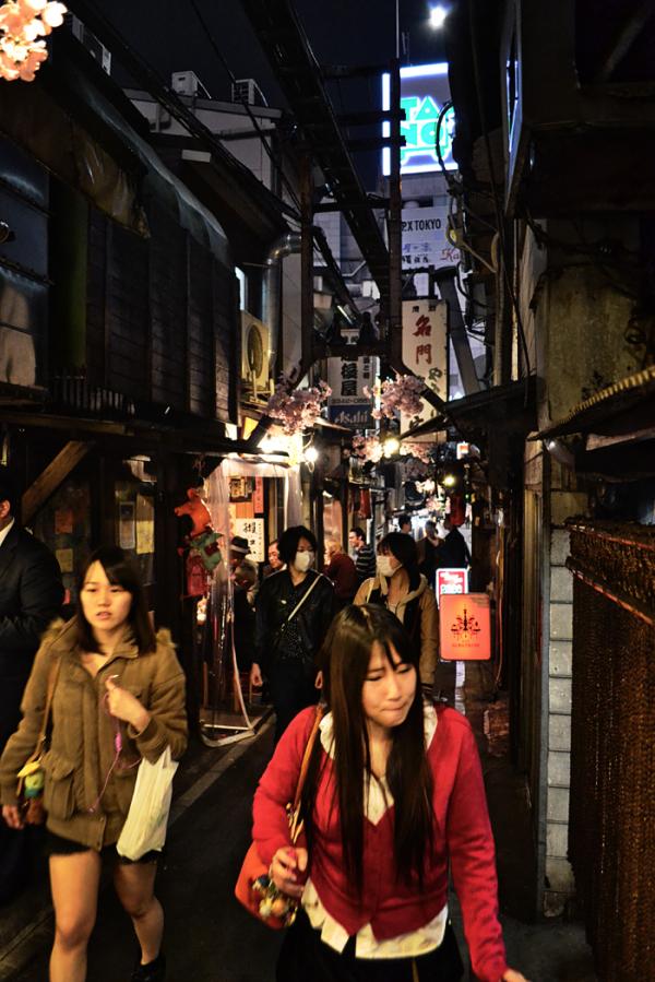 restaurant street Shinjuku Tokyo omoide-yokocho