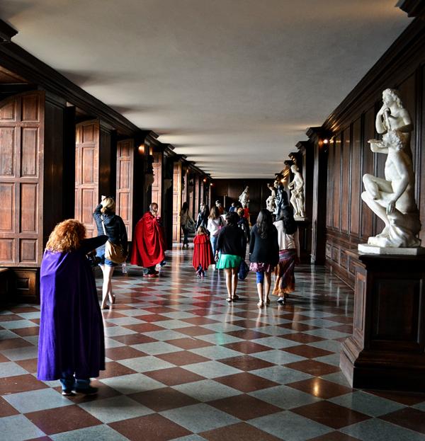 hampton-court palace england corridor