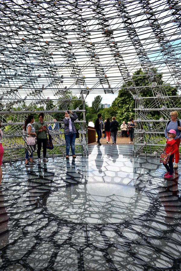 kew-gardens london england the-hive sculpture
