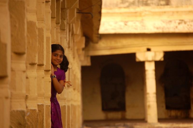 Hide and seek in the temple corridor!