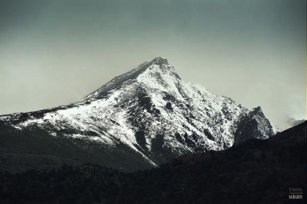 Snow capped edges