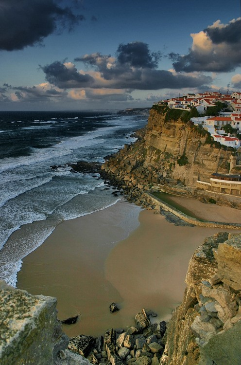 Azenhas do Mar - Small village built in the scarp