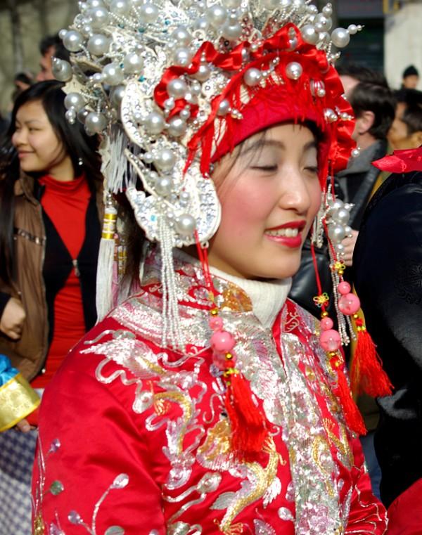 Chinoise dans un costume traditionnel