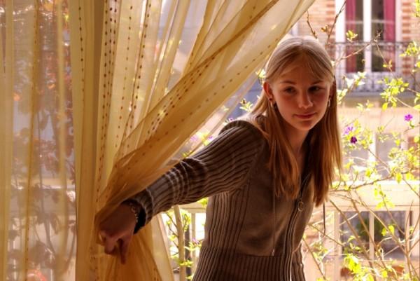Pauline sur le balcon