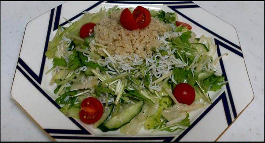 Salad with Whitebait simply Scalded & Quinoa
