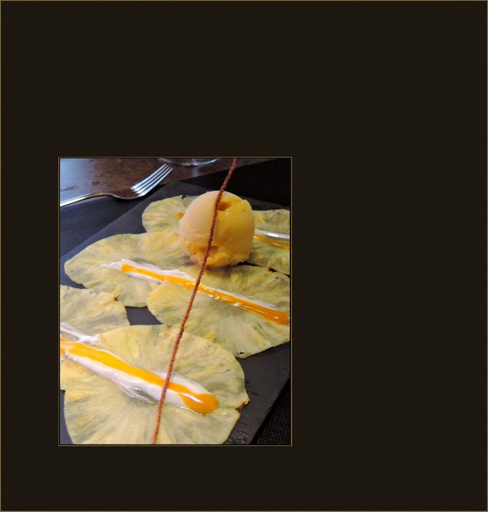 Carpaccio de Piña Natural con Herado de Mango