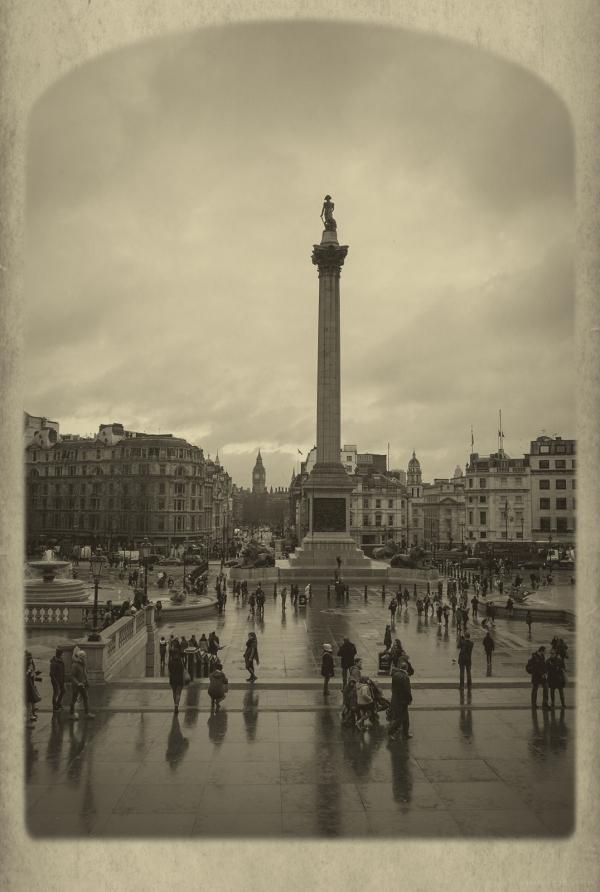 rainy day trafalgar square london town