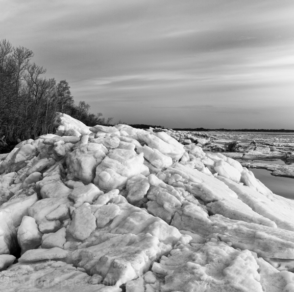 lake winnipeg eastern shore ice spring breakup mon