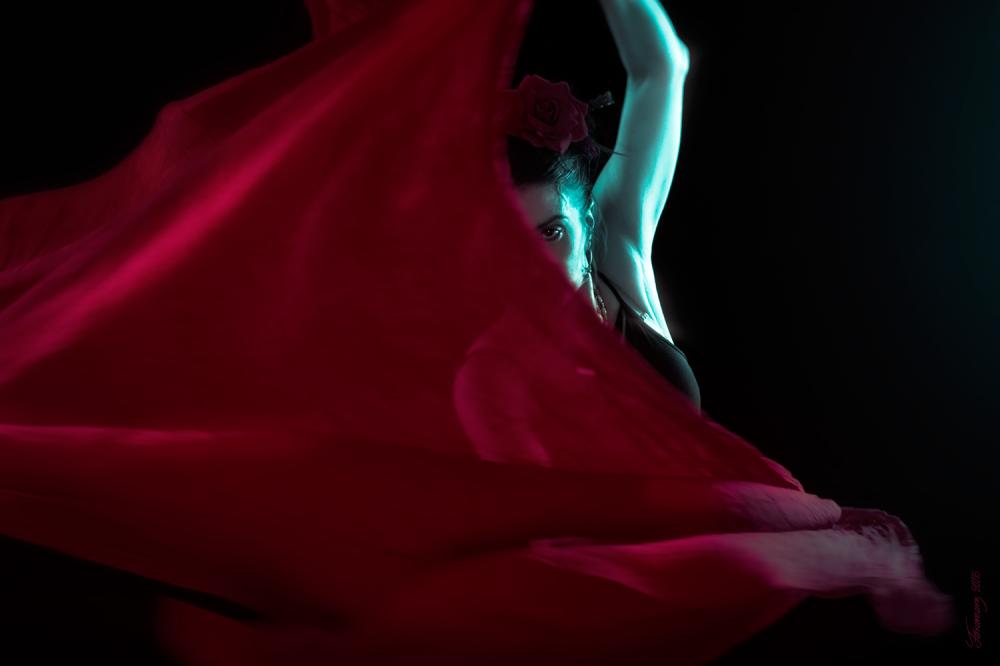 Dance Red Cyan