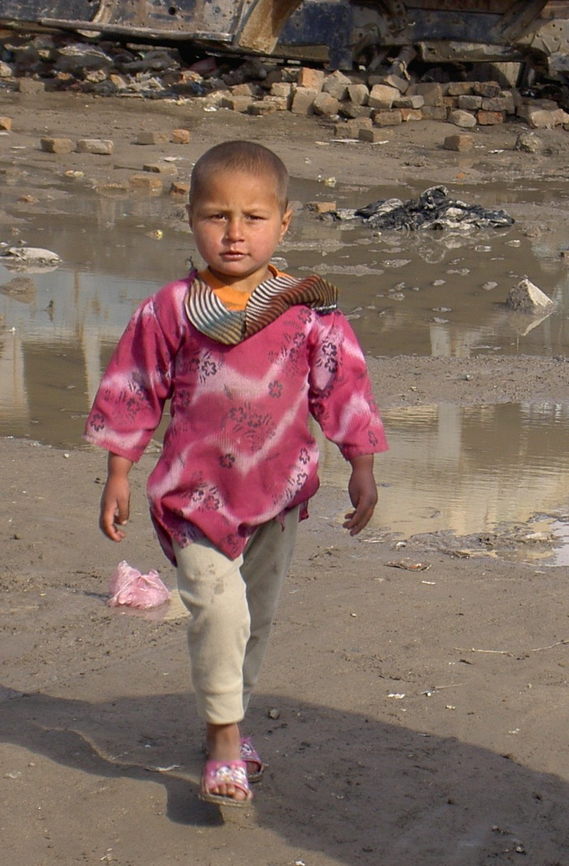 Little Afghan refugee girl