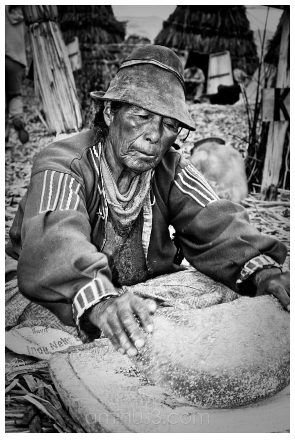 A peruvian woman at the mill