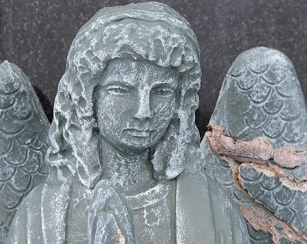 ange à l'aile brisée